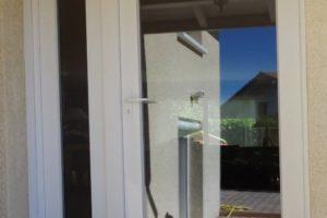 Porte entièrement vitrée